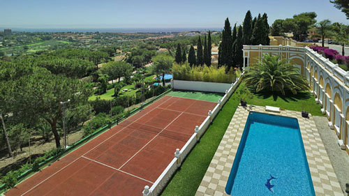 Holiday accommodation with tennis court in Marbella